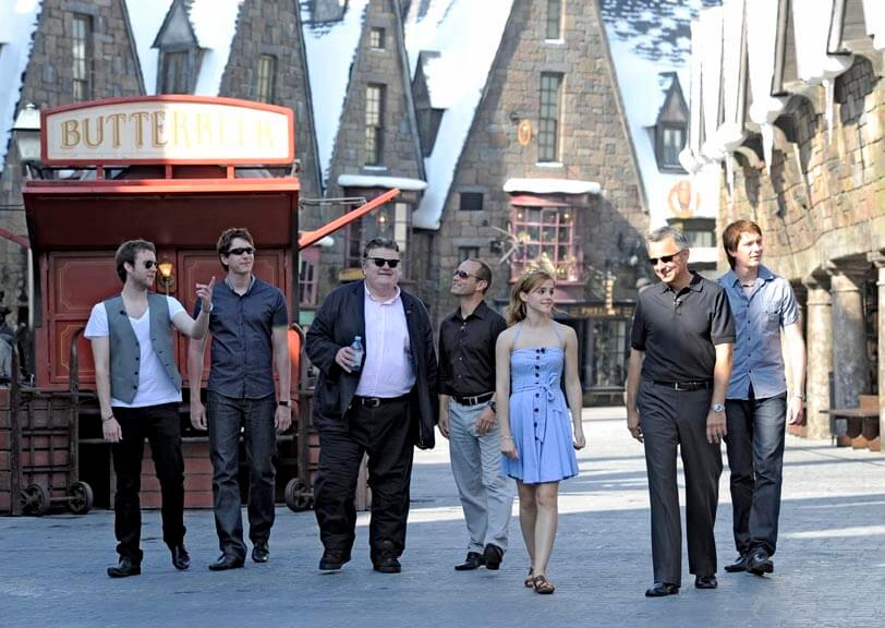 Emma Watson and other Harry Potter stars visit the Wizarding World ...