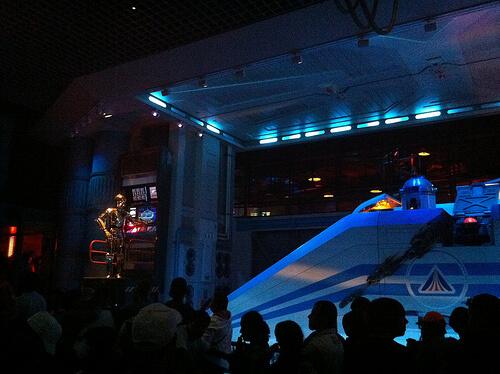 Star Tours queue - C3PO, R2-D2 & Starspeeder 3000