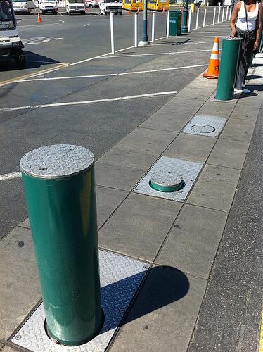 Retractable pillars