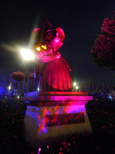 Princess Minnie statue