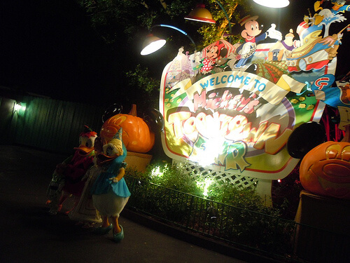 Donald and Daisy in costume at Toontown