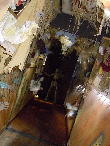 Highlights and unique sights from the international for Haunted house hallway ideas