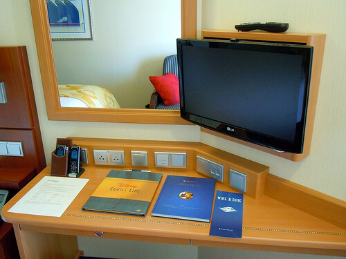 Deluxe Veranda state room, Desk and TV - Disney Dream