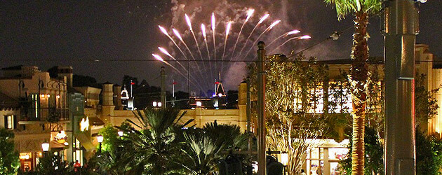 Video: Disneyland fireworks are dinner entertainment on Carthay Circle Restaurant balcony at Disney California Adventure