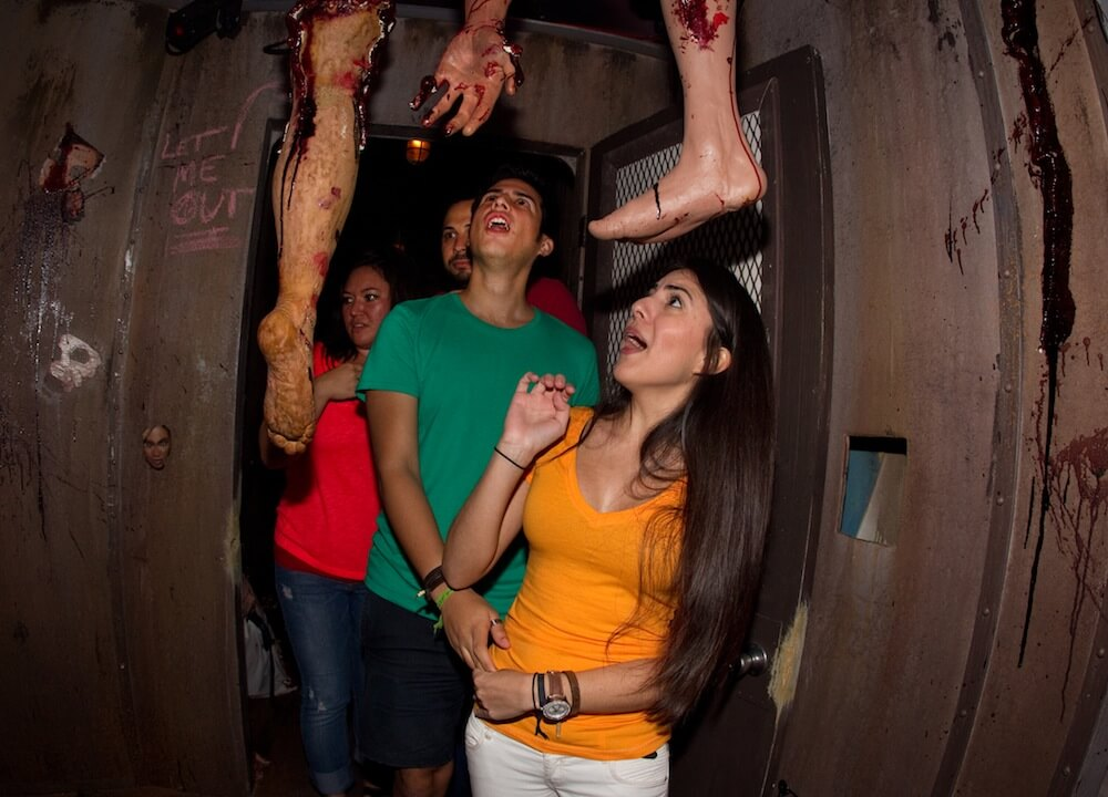 Inside the new haunted houses of Howl O Scream 2012 as Busch