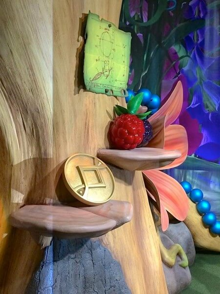 Tinker bell moves to town square theater at walt disney for Tinkerbell fairy door