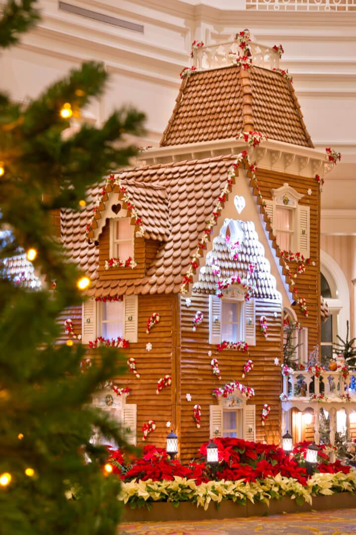 Disney hotel christmas decorations - One