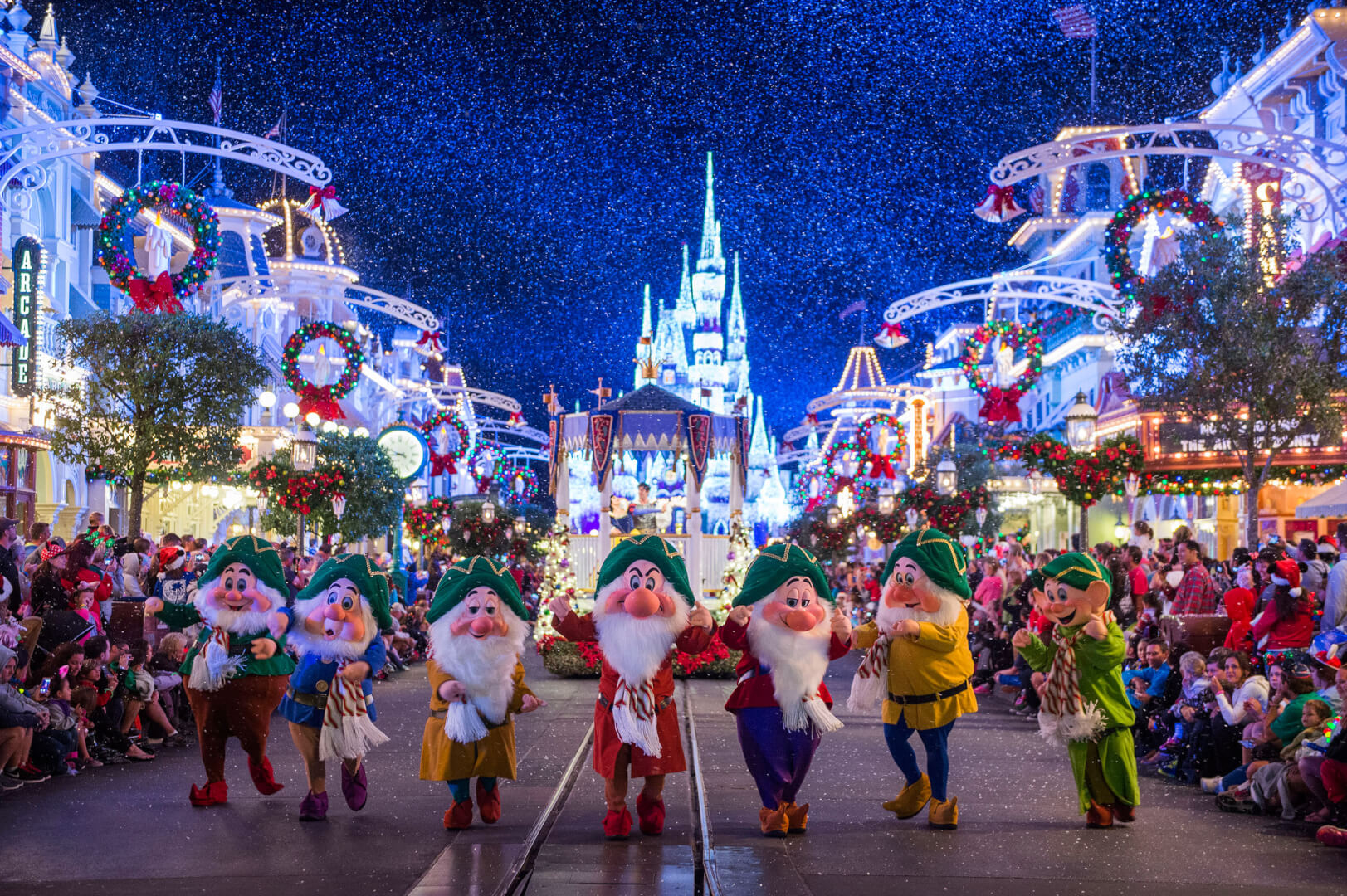 8 tips to survive Walt Disney World at Christmas and make it the ...