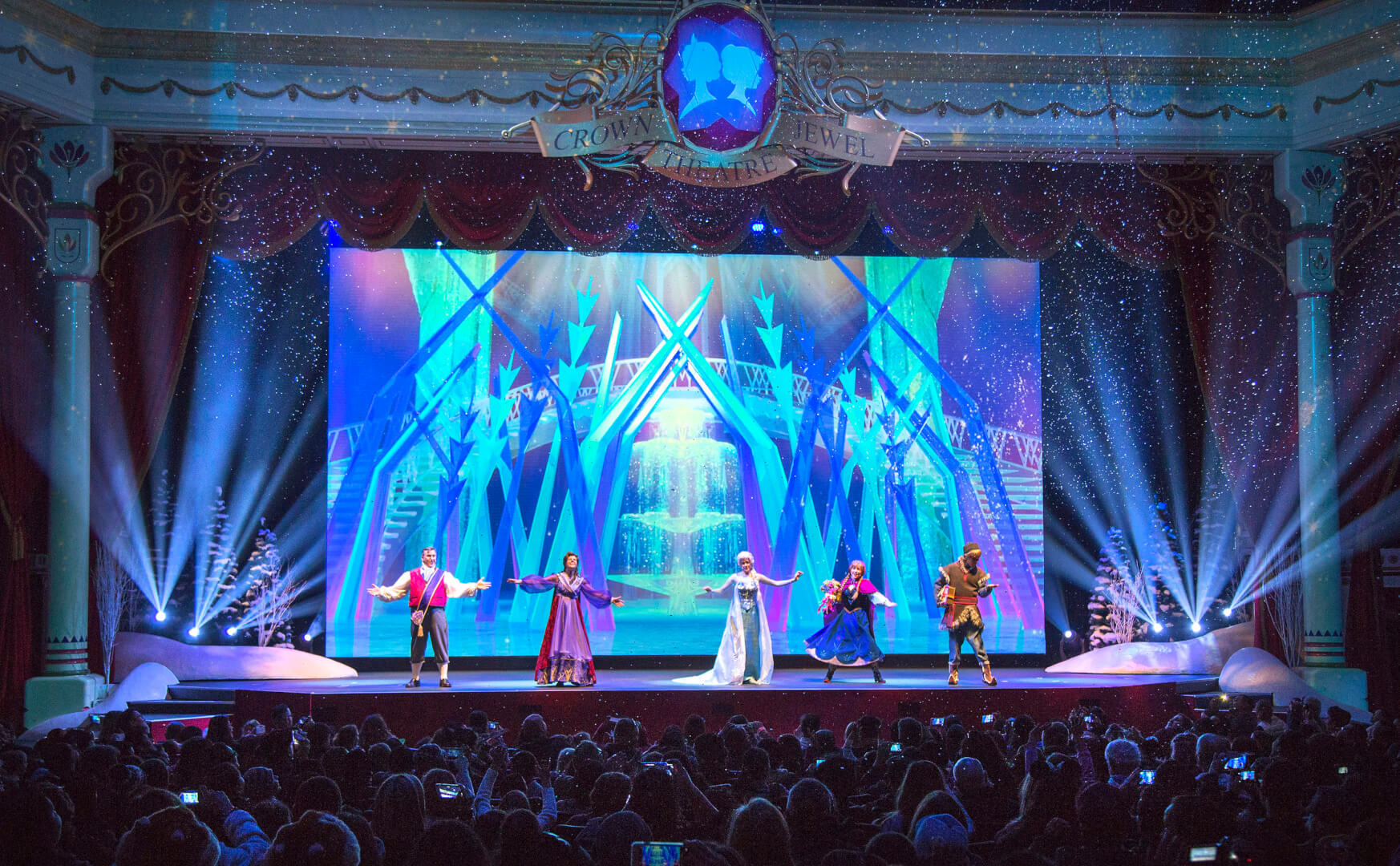 New Quot Frozen Quot Stage Show Debuts At Disneyland Featuring