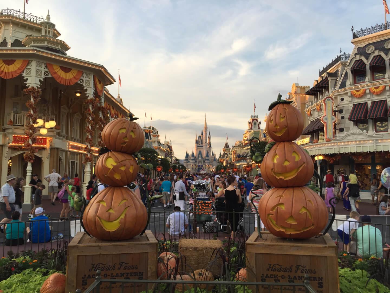 PHOTOS: More Halloween decor as fall arrives at Walt Disney World ...