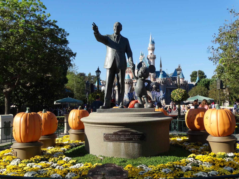 Photos Halloween Season In Full Swing At Disneyland As