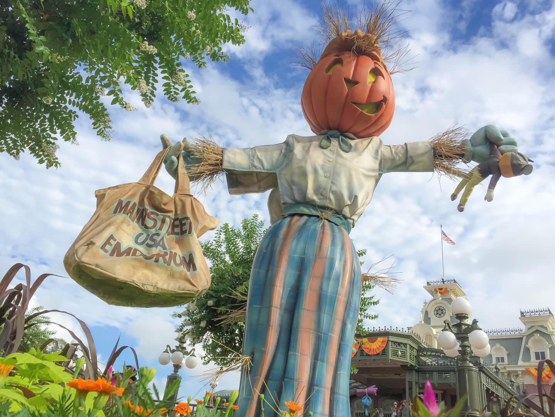 Pumpkins and Fall decor has taken over Walt Disney World | Inside ...