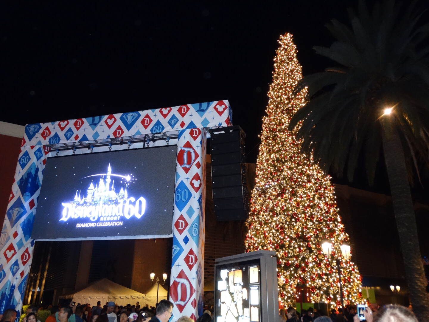 Fashion Island s Annual Holiday Tree Lighting Ceremony 45