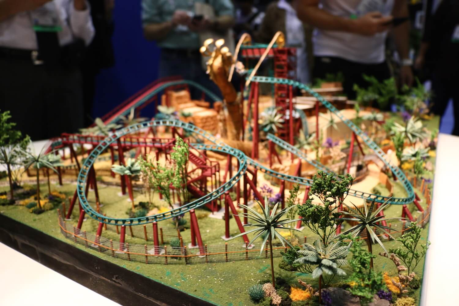 Iaapa 2015 Busch Gardens Tampa Reveals Cobra 39 S Curse Roller Coaster Track Model And New