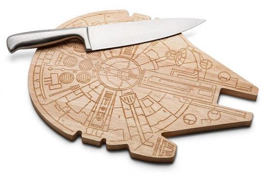 ilrv_sw_millenium_falcon_wood_cutting_board