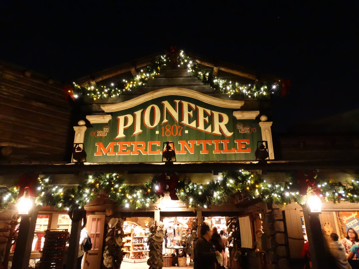 Photos Christmas Decorations Light Up Frontierland New