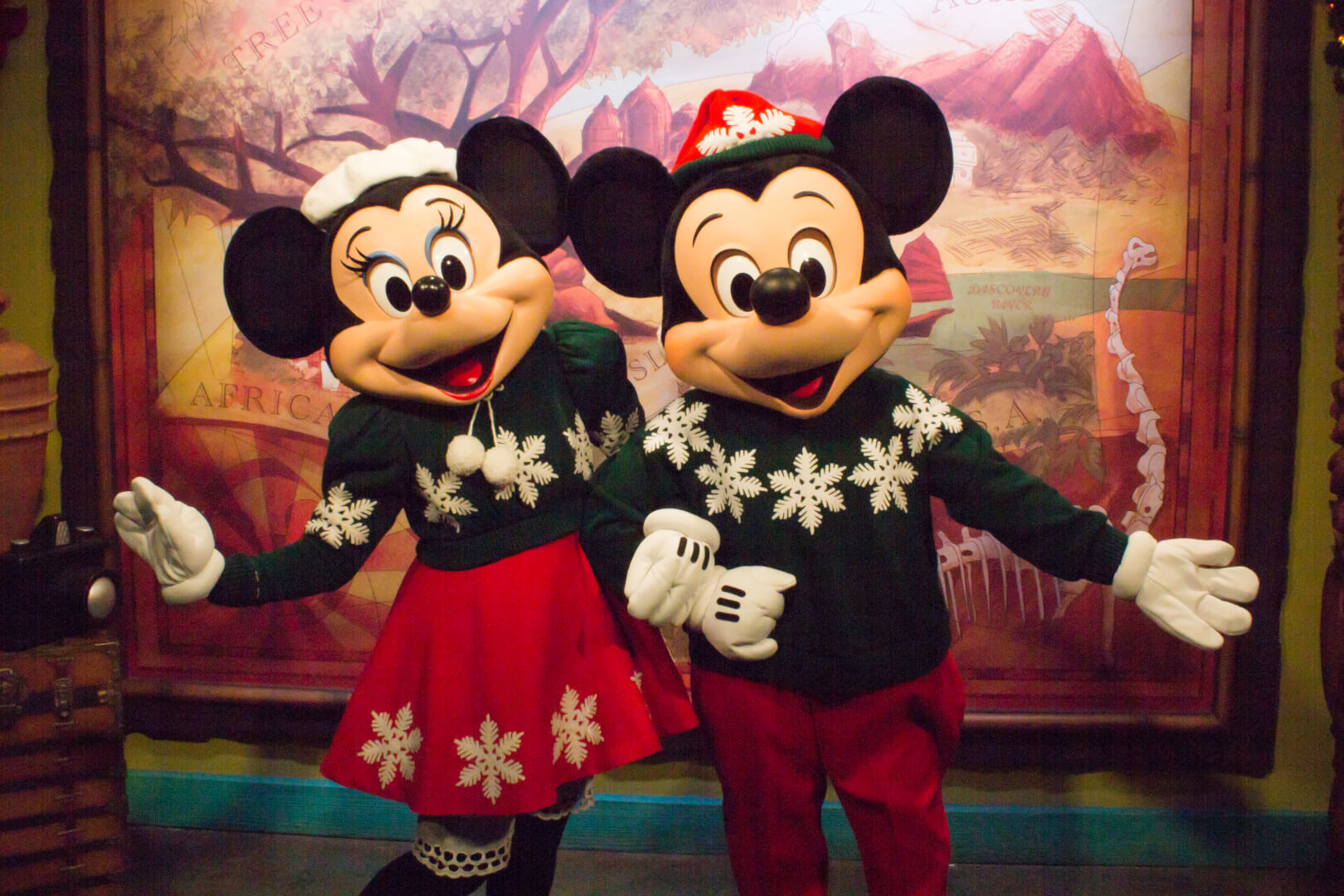 Mickey Mouse And Minnie Mouse Say Hello In Festive Holiday