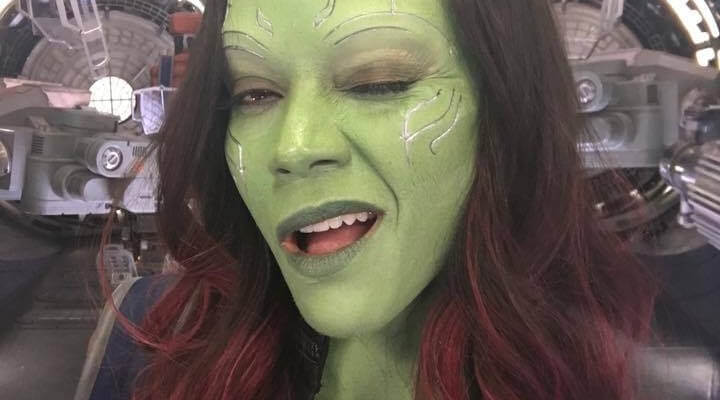 zoe saldana shares new photos as gamora from the 39 guardians of the galaxy volume 2 39 set. Black Bedroom Furniture Sets. Home Design Ideas