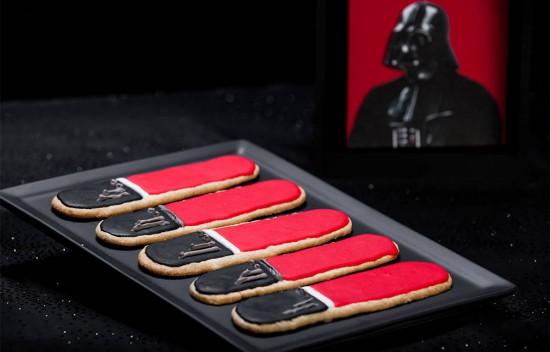 darth-vader-lightsaber-sugar-cookies-1000x640