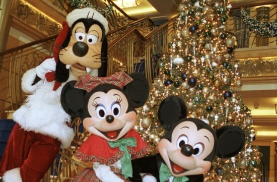 christmas_at_disney_cruise_line58919225_9a-640x420