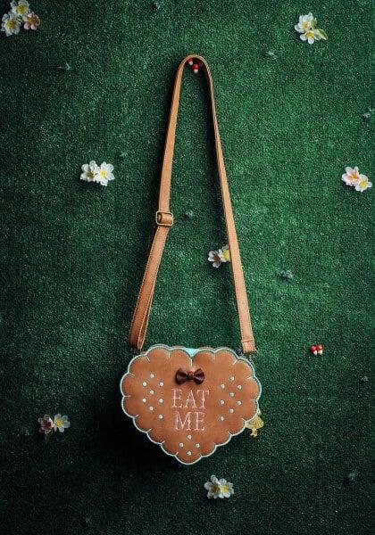 loungefly-alice-in-wonderland-eat-me-cross-body-purse
