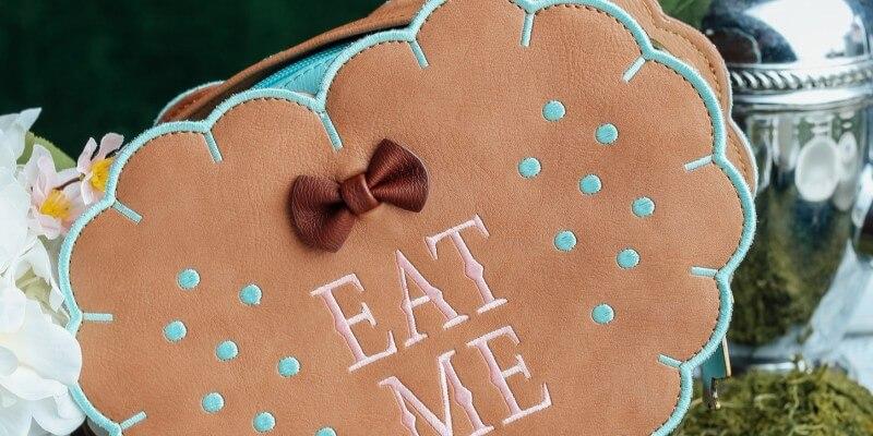 loungefly-alice-in-wonderland-eat-me-cross-body-purse3