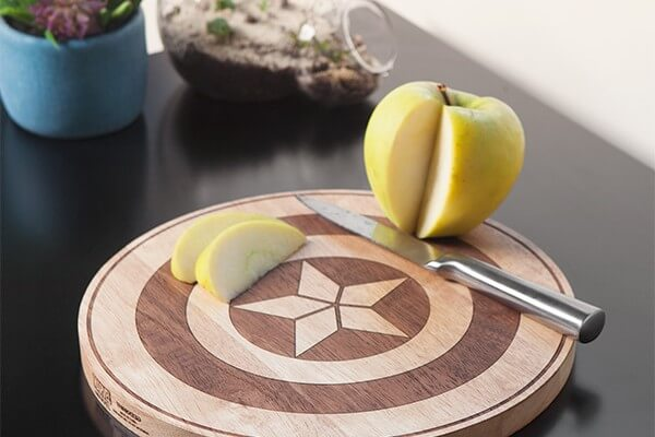 ivkp_marvel_choose_side_cutting_board_inuse