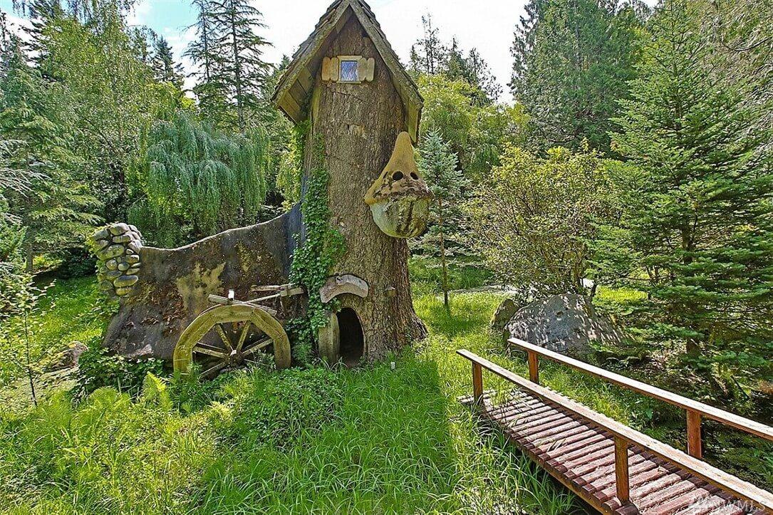 Surreal Estate – Seven Dwarfs inspired cottage for sale