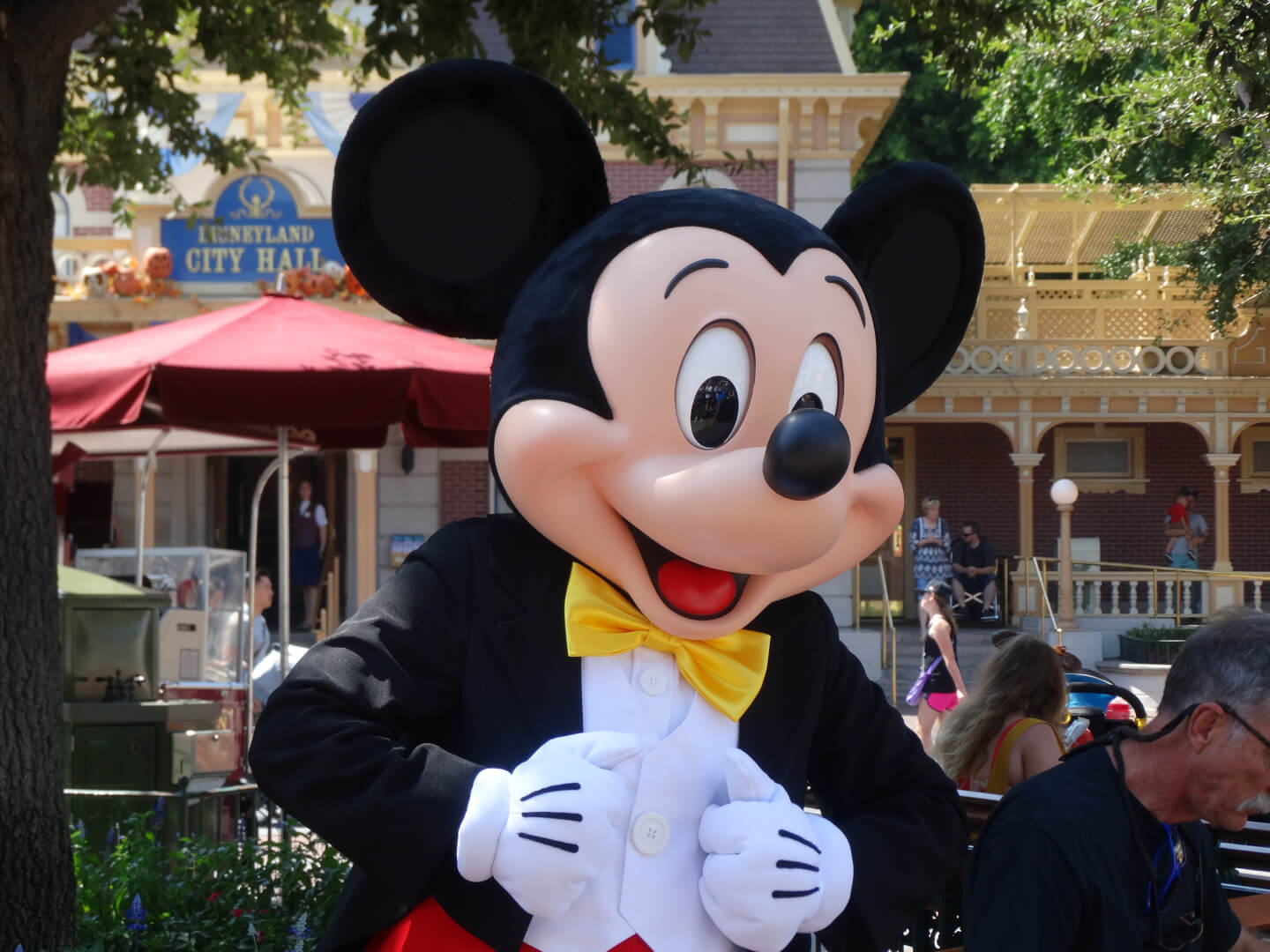 ee5b4874bbdab VIDEOS: New look for Mickey Mouse as part of Disneyland's post ...