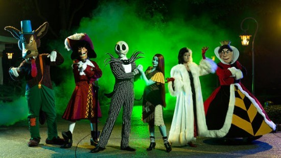 hkdl-villians-garden-group-1600x900