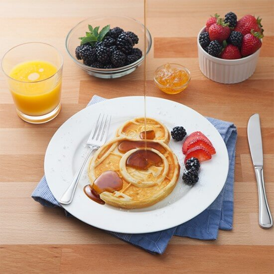 jgsh_sw_bb-8_waffle_maker_inuse