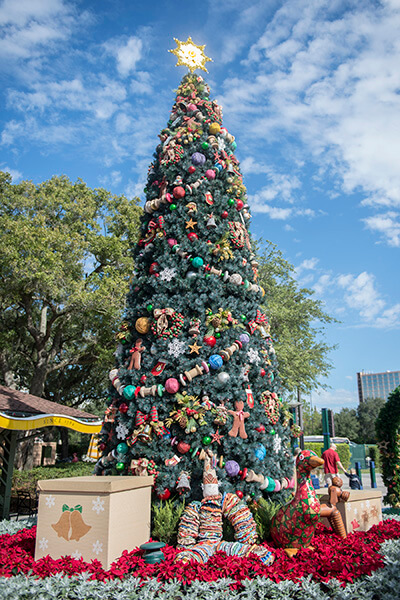 Disney Springs to celebrate the holidays with Disney decorated ...
