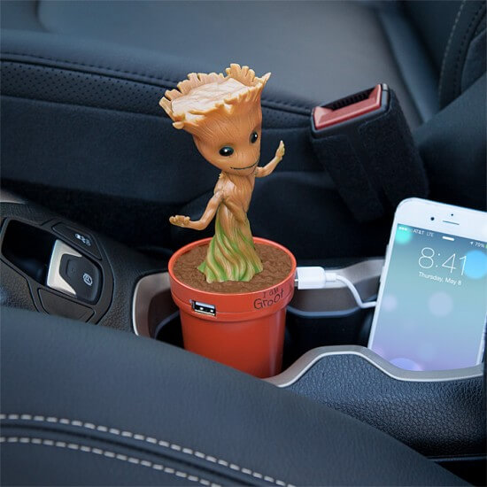 jjpm_marvel_groot_usb_car_charger_inuse