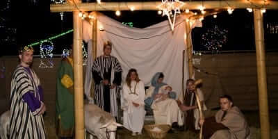 2016-enchanted-christmas-village-13