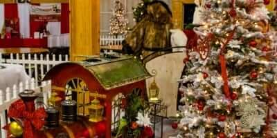 2016-enchanted-christmas-village-54