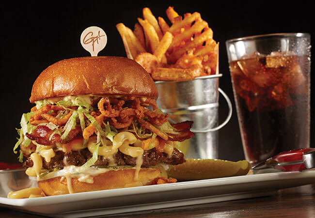 planet-hollywood-mac-n-cheese-burger