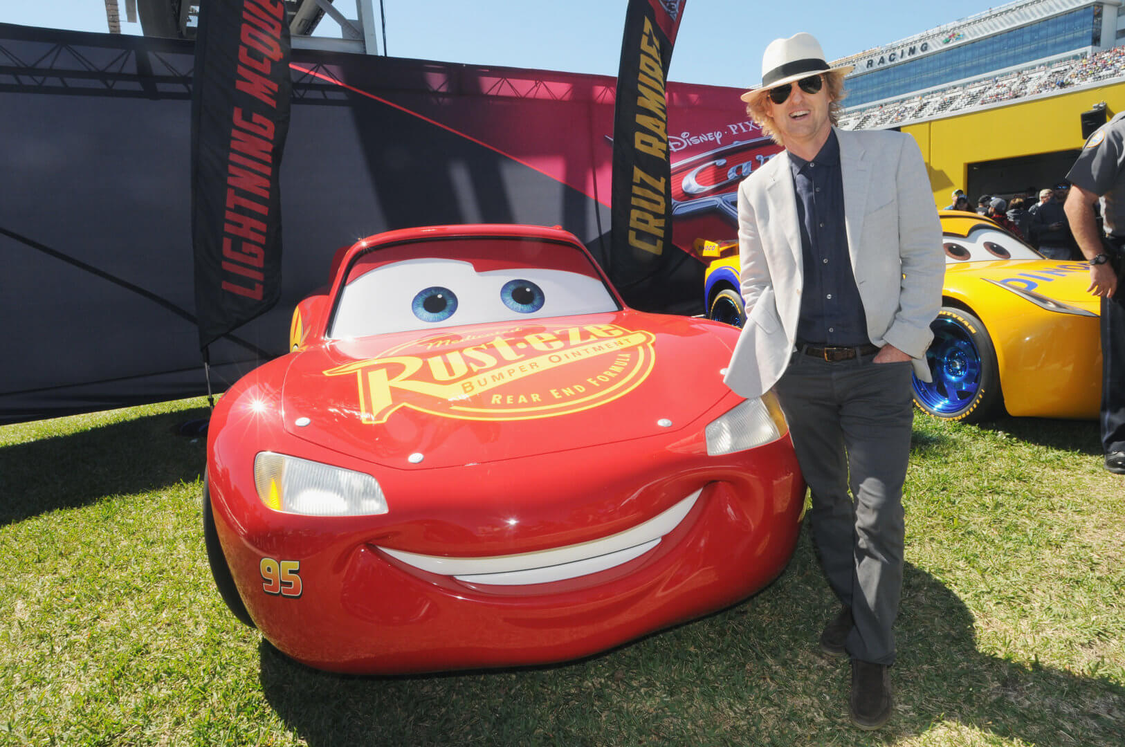 video new extended look at quotcars 3quot debuts at daytona 500