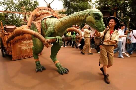 Lucky_the_Dinosaur_at_Hong_Kong_Disneyland