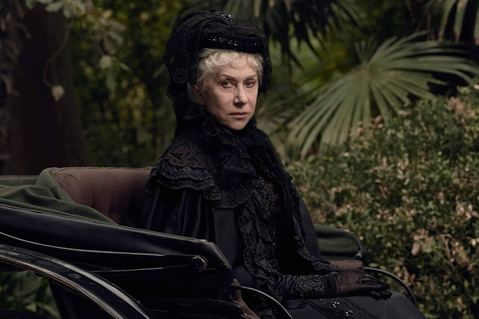 FIRST LOOK: Helen Mirren as real-life haunted house owner ...