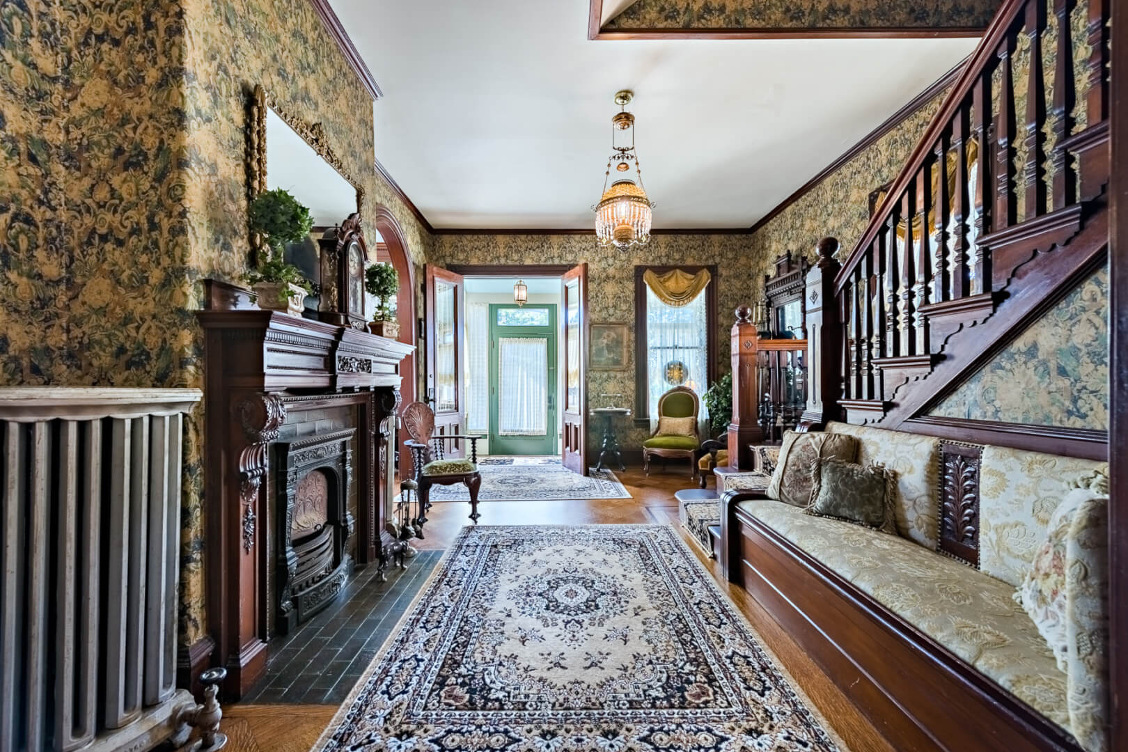 Lizzie borden 39 s maplecroft home for sale fully decorated for Pictures inside