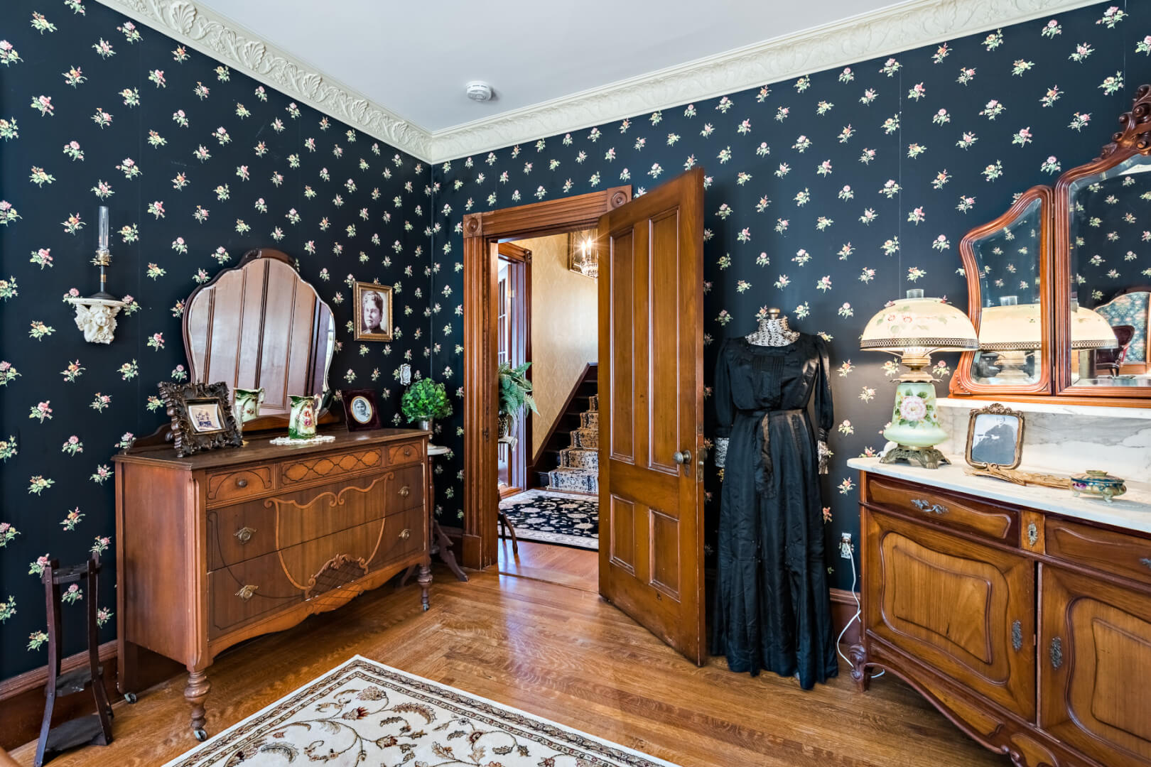 Lizzie borden 39 s maplecroft home for sale fully decorated for Fully decorated homes