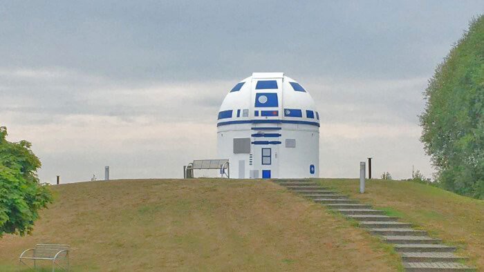 """German Professor obsessed with """"Star Wars"""" transforms his observatory into R2-D2"""
