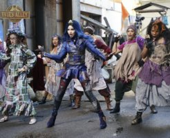 Evie and The VKs in Descendants 3