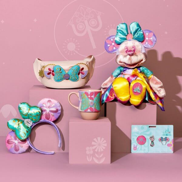Minnie Small World Collection Main Attraction April