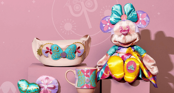 Minnie Mouse April Small World Collection