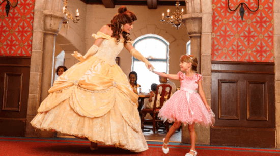 Akershus Royal Banquet Hall - Belle meeting with child