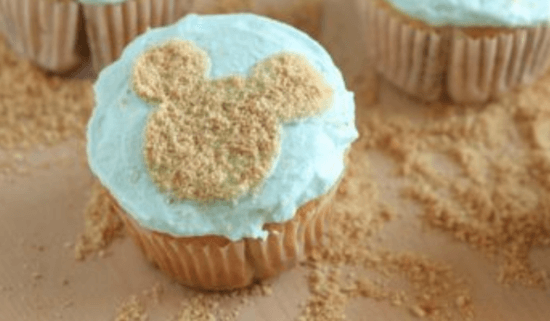 mickey beach cupcake