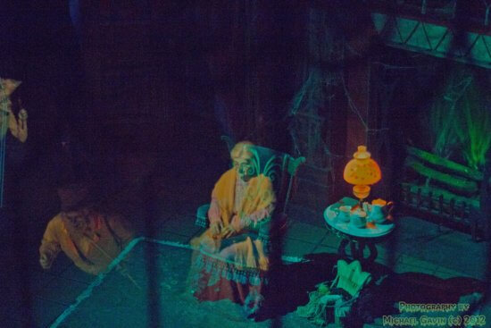 DIY Haunted Mansion FX peppers ghost