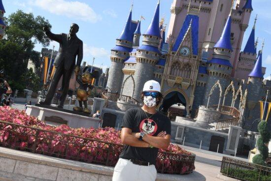 Cinderella Castle/Founders Statue PhotoPass Op