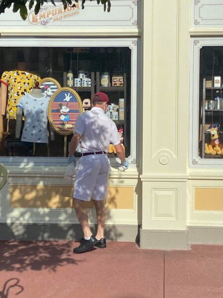 cast members cleaning
